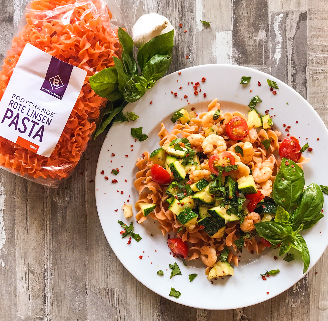 Pasta mit Zucchini und Garnelen